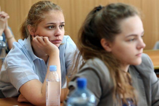 Рособрнадзор лишил госаккредитации два университета