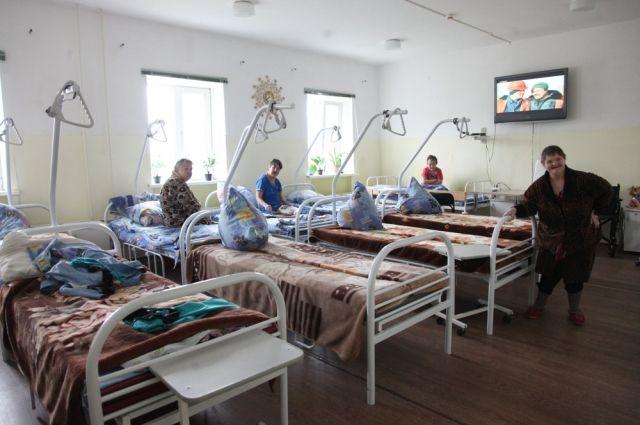 Отделение милосердия. Здесь лежат пациенты, которые не могут себя обслуживать, - пожилые, неходячие.