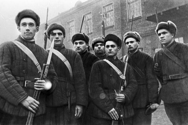 Под ружьё встали люди самых мирных профессий.