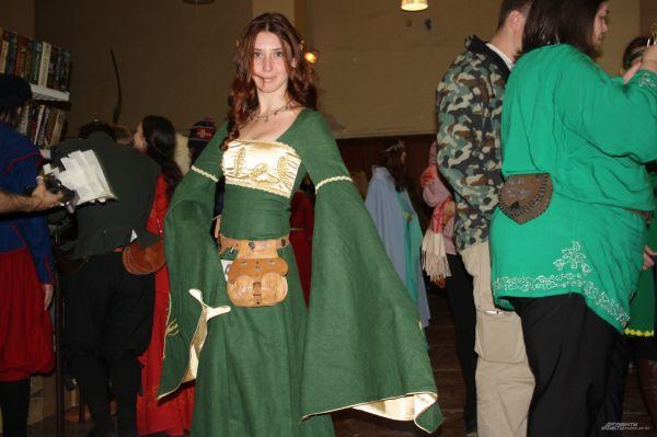 Как признаются участники конвента, любители косплеев должны уметь шить себе одежду.