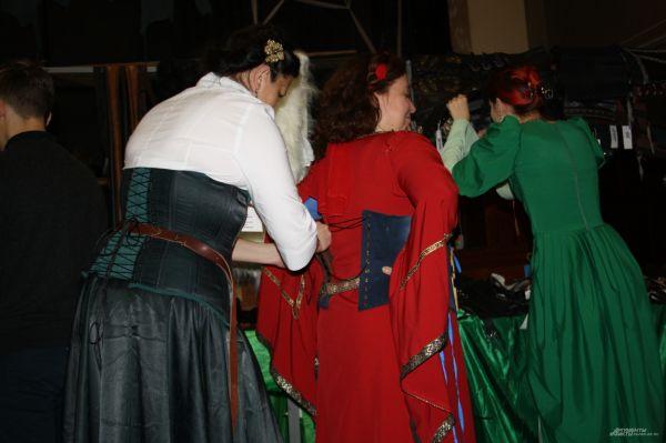 Традиционно конвент открылся концертом в ДК им. Ленина, на котором зрителей познакомили с программой фестиваля.
