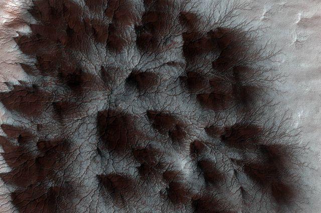 Снимок: Новое цветное фото места падения зонда «Скиапарелли» миссии «ЭкзоМарс»