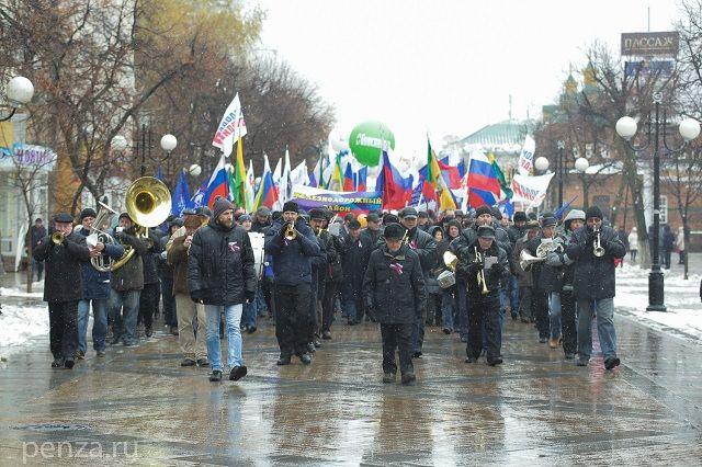 По улице Московской прошли колонны четырех районов областного центра.