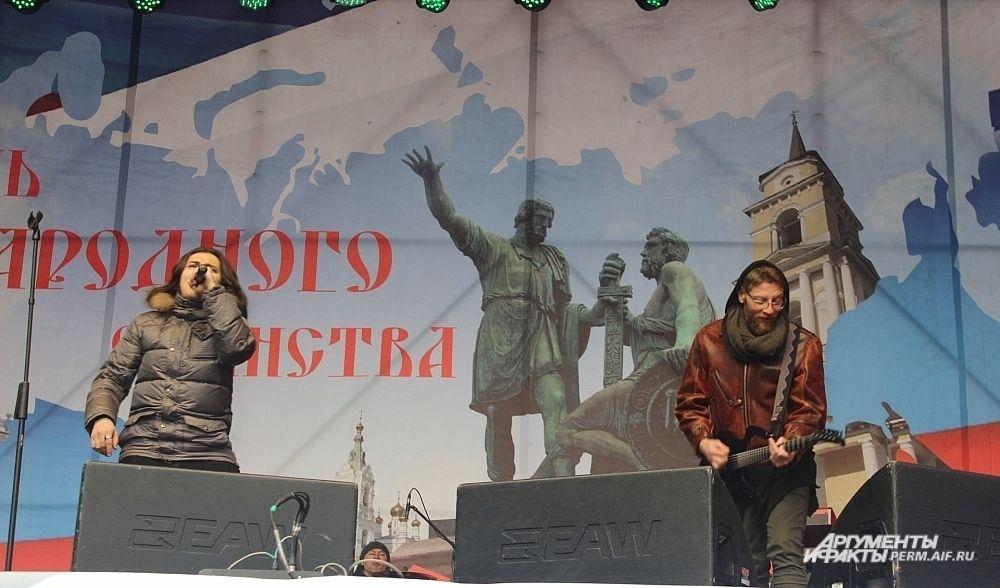 Группа «Земляне» исполнила свои самые известные песни.