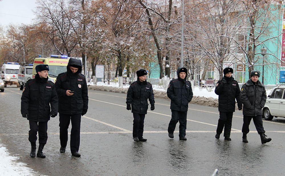 Замыкали шествие представители правоохранительных органов