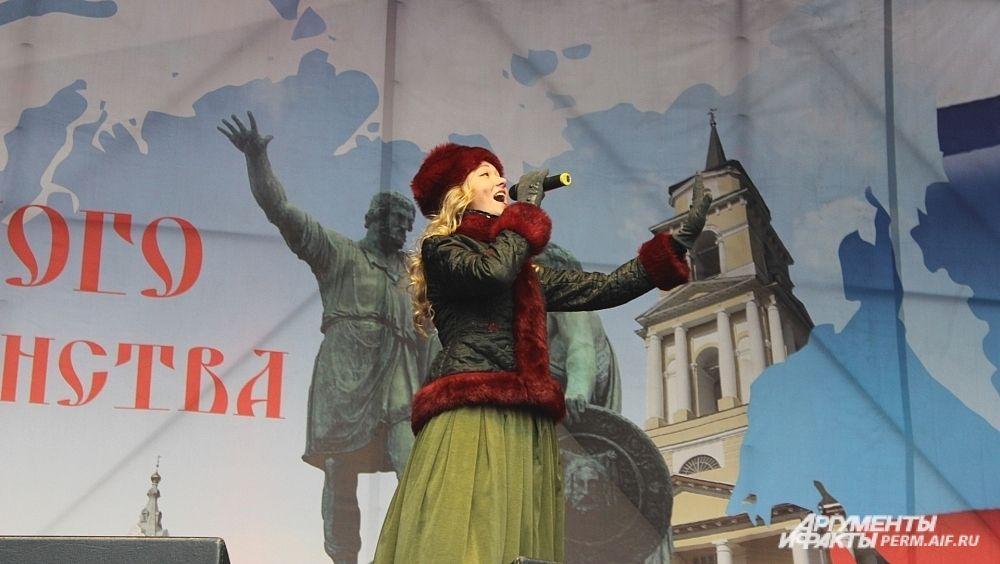 Девушки из ансамбля «Воскресение» спели проникновенные русские песни.