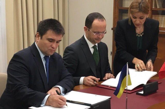 МИД: Украина подпишет сАлбанией отмену виз