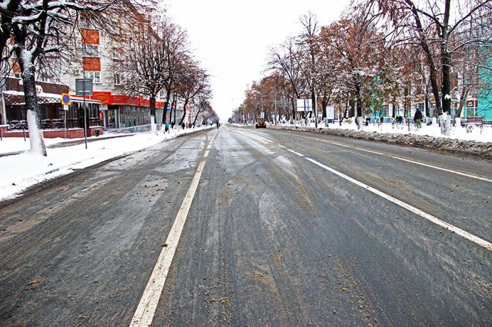 Коммунальщики успели расчистить улицу Гончарова после обильного ночного снегопада