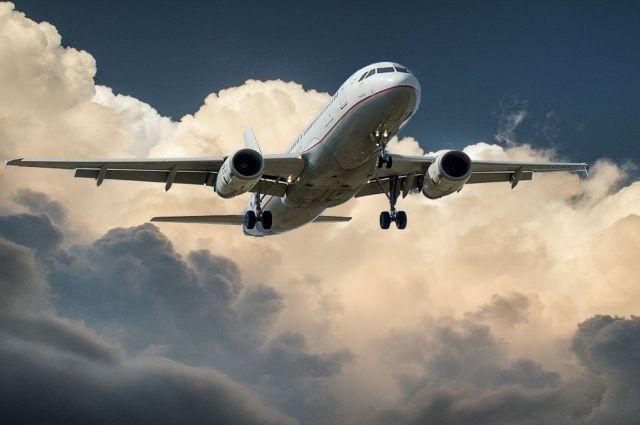 Самолеты задерживаются из-за сильных осадков.