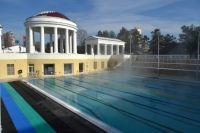 Открытый бассейн может стать популярным местом.