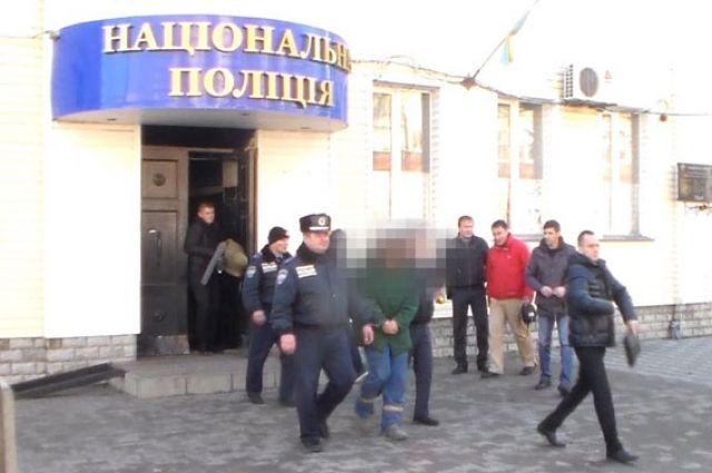 Правоохранители ведут задержанного