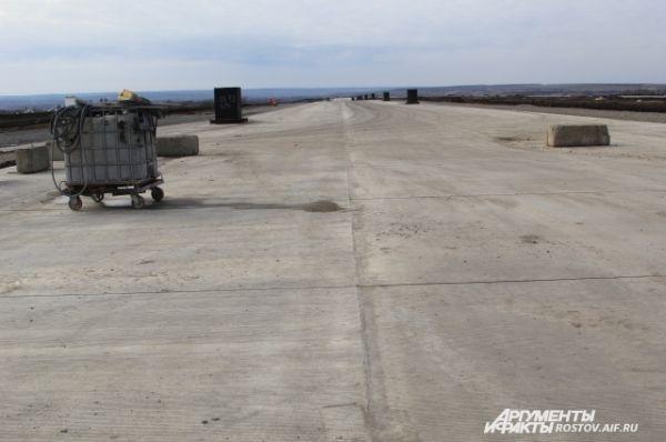 Главная ВПП 3600 метров уже готова, она способна принимать воздушные суда любого класса.