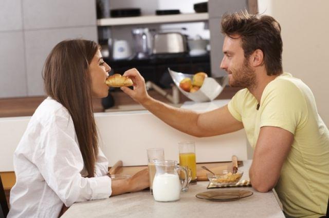 Секс видео утром на кухне действительно