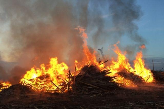 Во время тушения пожара в доме были обнаружены обгоревшие тела.
