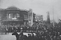 На политические митинги собирались сотни людей.