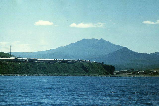 Основная часть японцев выступает загибкое решение поспорным островам