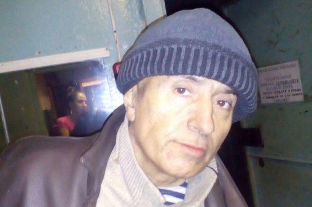 Вгаражном массиве Красноярска отыскали потерявшего память мужчину