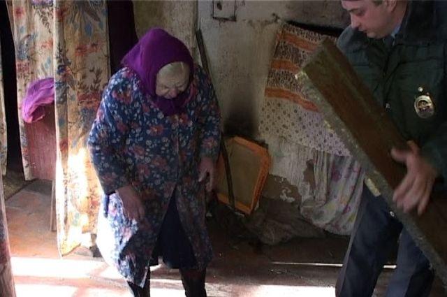 Пенсионеры сорвали с нападавшего маску.