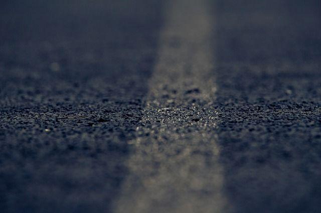 Рубцовчане уже ремонтировали дороги за свой счет.