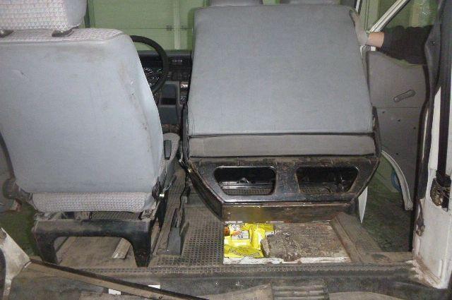 Тайник с сигаретами нашли калининградские таможенники в фургоне жителя Литвы.