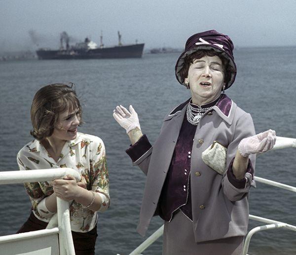Рина Зеленая в роли Асты Сибуль в лирической комедии режиссёра Юлия Куна «Укротители велосипедов», 1963 год.