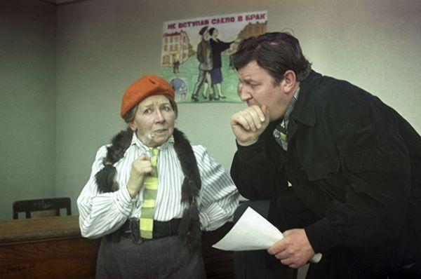 В роли редактора молодёжного журнала «Жених и невеста» в фильме Леонида Гайдая «12 стульев», 1971 год.