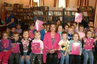 Ксения Фёдорова с маленькими читателями детского сада № 6 «Золотая рыбка».