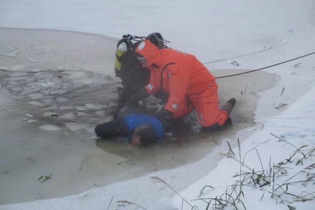 ВВологодской области потонул мужчина, пытавшийся перейти реку потонкому льду