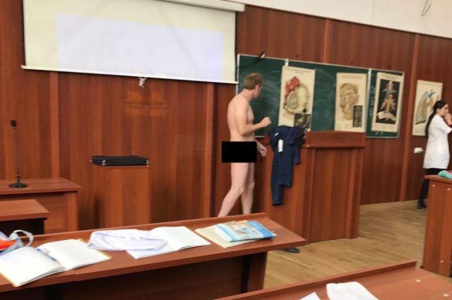 ВМахачкале уволят преподавателя, который разделся перед студентами впроцессе лекции