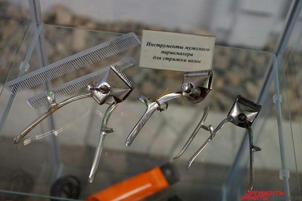 Инструменты мужского парикмахера для стрижки волос.