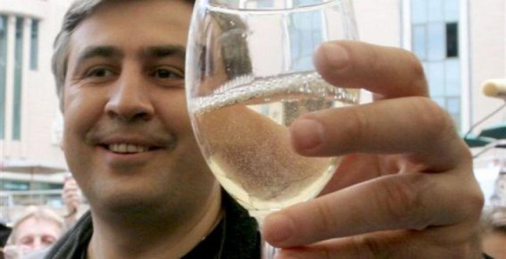 """Михаил Саакашвили уходит в отставку, однако свою деятельность в Украине прекращать не собирается. По его словам, после сложения полномочий, он намерен начать """"новый этап борьбы"""""""