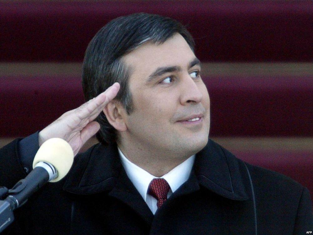 Как известно, Саакашвили неоднократно выступал с критикой в адрес Порошенко.  Также он прошелся по Яценюку и Коломойскому