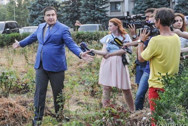 Саакашвили обвинил Порошенко в том, что тот поддерживает в Одесской области два коррупционных клана