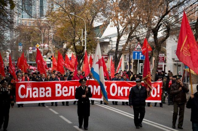 Амурские коммунисты возложили цветы к монументу Ленина