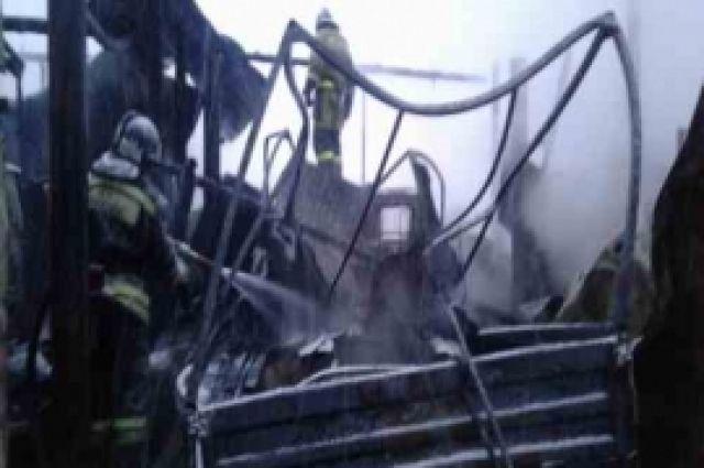 ВКстове сгорел гараж савтомобилями