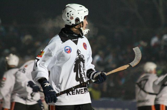 Кузбассовцы проиграли в первом матче чемпионата России по хоккею с мячом.