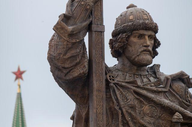 Соцсети удивлены открытием монумента киевскому правителю Владимиру в столицеРФ