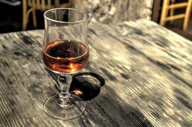 В алтайском селе пенсионеры сбывали некачественный алкоголь