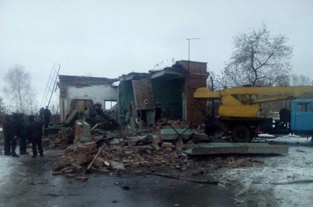 Завалы после взрыва на «Сибирской птицефабрике».
