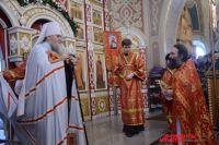 Митрополит Вениамин вручил посох игумену Варнаве.