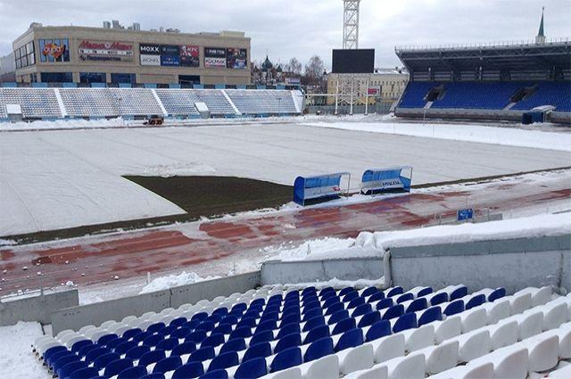 Ярославцы сами подготовили поле настадионе «Шинник» кфутбольному матчу