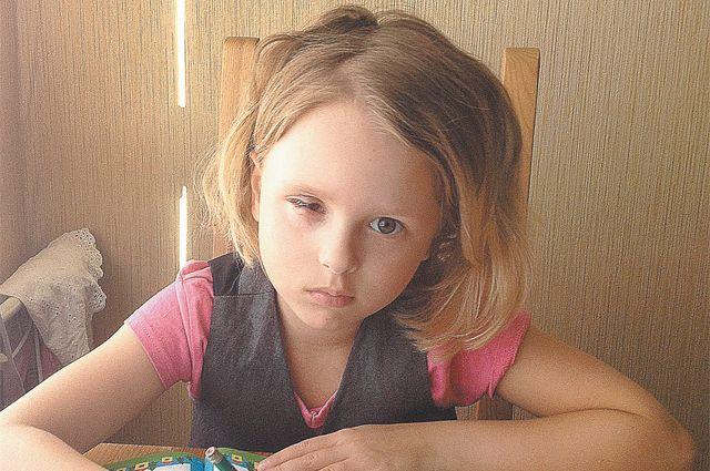 Алиса пишет письма Боженьке. Но мы с вами их уже прочитали. Значит, можем помочь девочке.