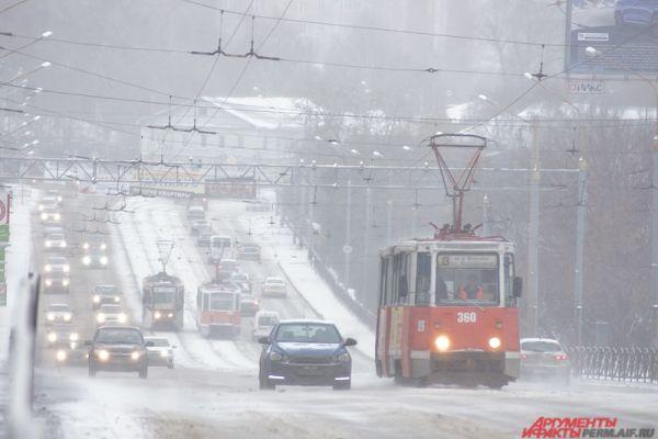 Об ухудшении погодных условий предостерегали и сотрудники МЧС.
