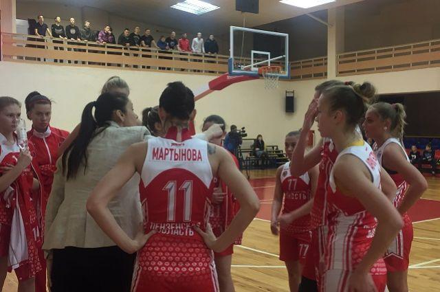 Из первого выездного турне сезона 2016-2017 гг. пензенская «Юность» возвращается с максимальным количеством побед.