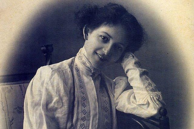Оставив сцену Александринского театра, Комиссаржевская открыла собственный Драматический театр в здании петербургского «Пассажа».