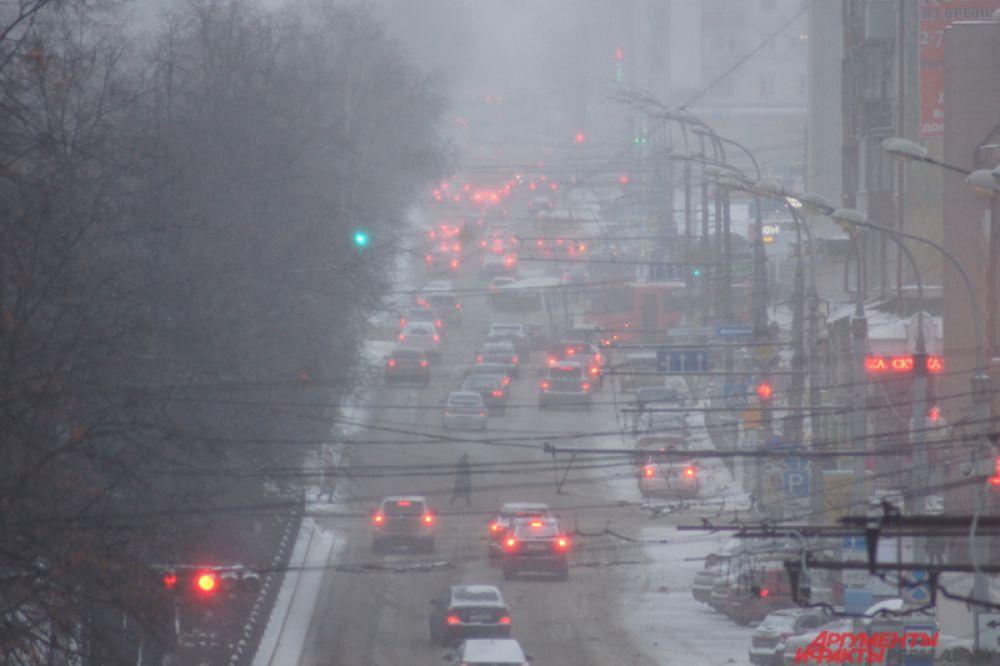 Комсомольский проспект ближе к вечеру был полностью заполнен автомобилями.