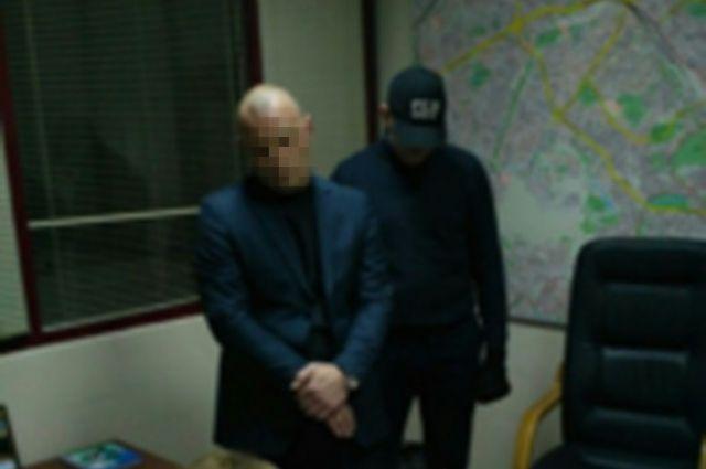Сотрудники СБУ задержали чиновника в рабочем кабинете