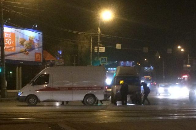 Назападе Волгограда 96-я маршрутка протаранила машину скорой