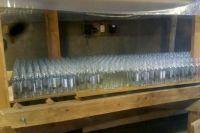 Полицейские изъяли более 200 литров спиртосодержащей продукции, свыше 10,5 тысяч стеклянных бутылок.