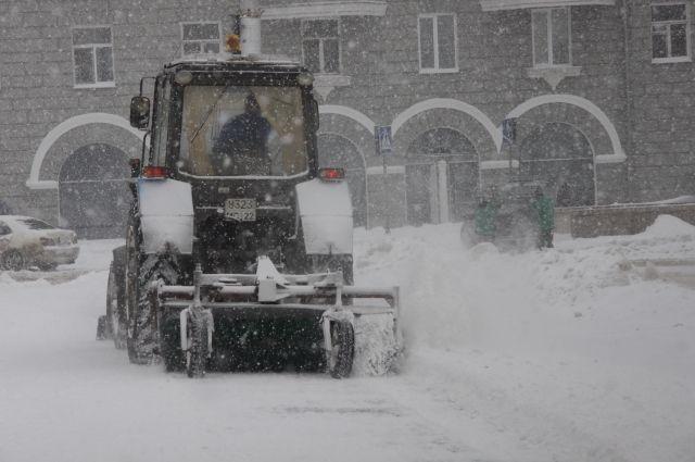 Снегоуборочная техника работает круглосуточно